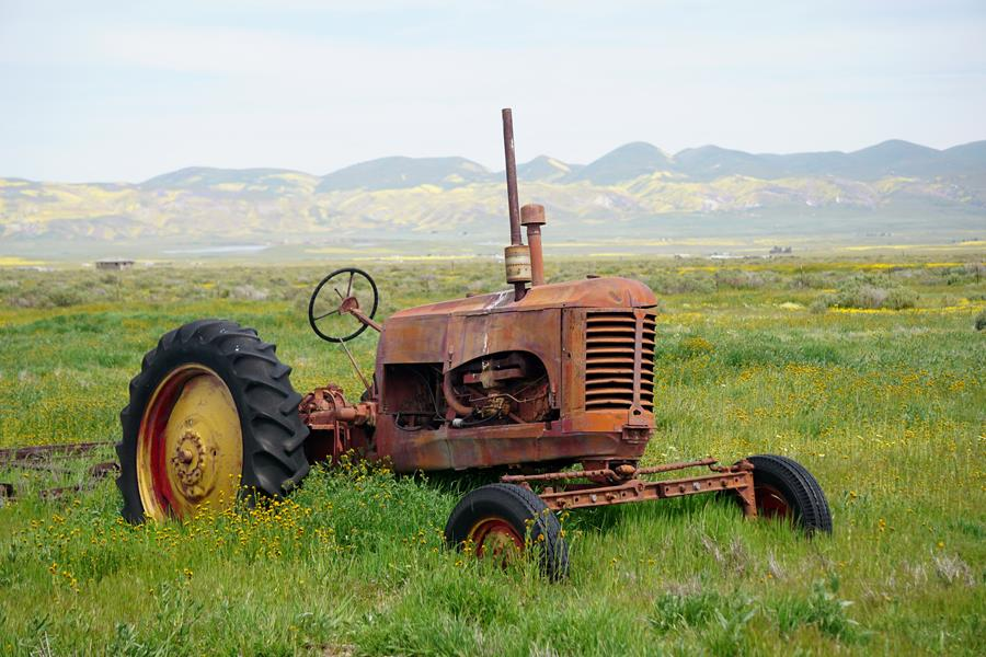 Tractor, Carizzo Plains